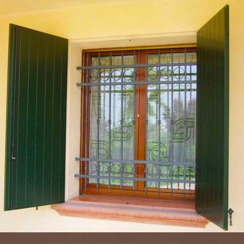 Restauro serramenti reggio emilia parma verniciatura riparazione scuri persiane finestre in legno - Verniciatura finestre prezzi ...